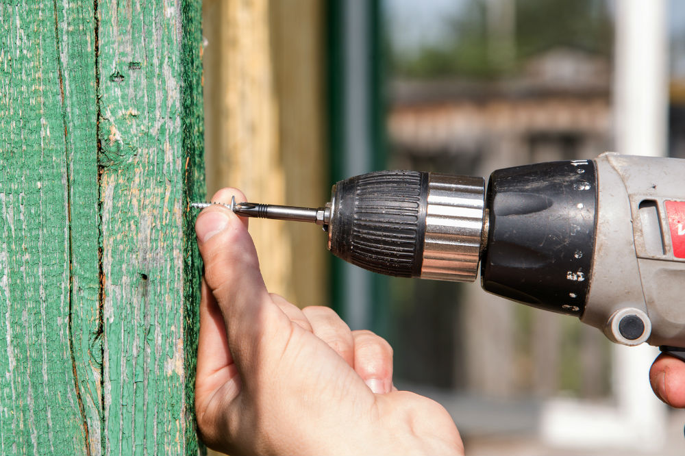 How to Use an Electric Screwdriver